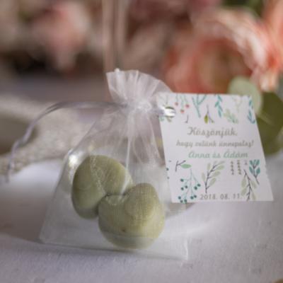 zöld színű szív alakú köszönőajándék szappan