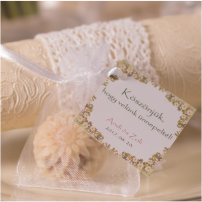 levendulás virág alakú köszönetajándék kézműves szappan